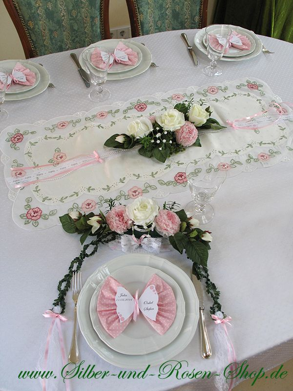 Butterfly place cards with print + napkins pink