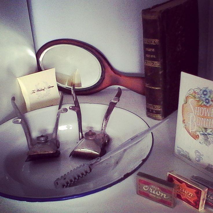 maquinas de pelar cortapelo cajitas de hojas de afeitar orion espejo años 30 artesanal gorros de ducha años 60 plato esmaltado libro higiene privada