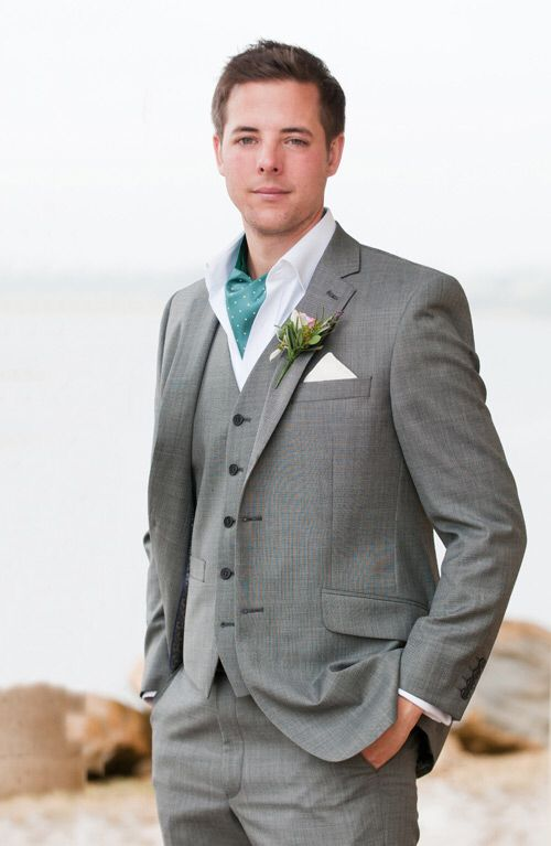 Image from http://www.sarahvivienne.co.uk/wp-content/uploads/2012/03/Stylish-Groom-Outfit.jpg.