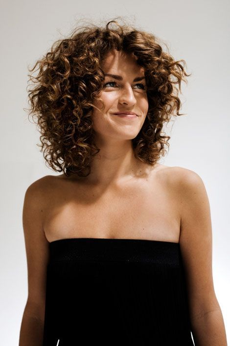 Carolien Borgers - Beautiful Curly haircut. Layers are higher than you'd expect--