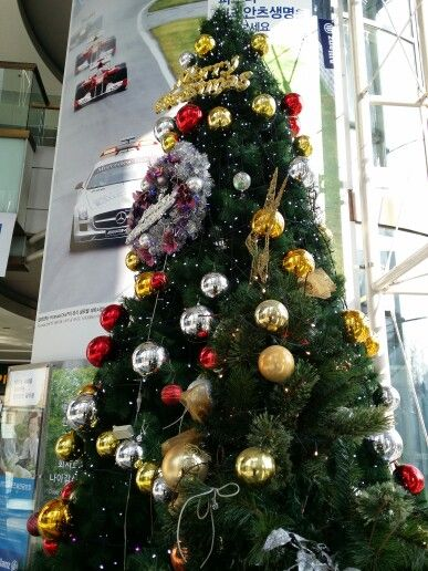 Tree in Allianz Tower