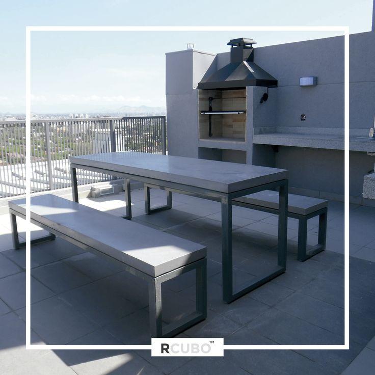 Mesa de exterior en Cemento Granítico RCUBO color gris cemento y base estructura metálica electropintada