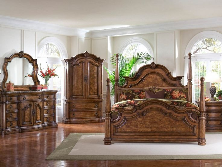 Gorgeous Short Canopy Bedroom Sets Made Of Craved Mahogany Wood