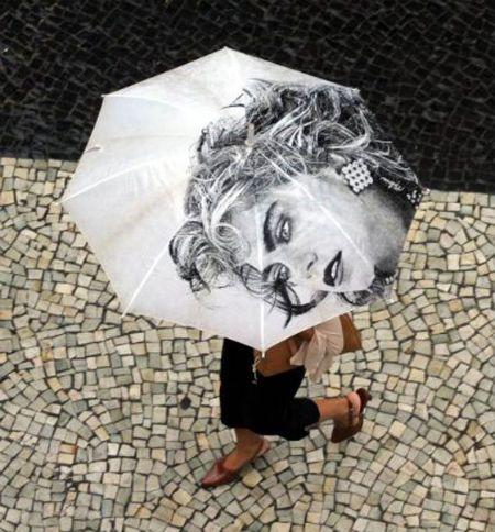 Lenda urbana: sombrinha da Madonna