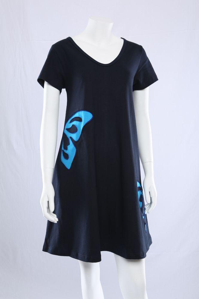 Blå A-kjole med blå sommerfugle.