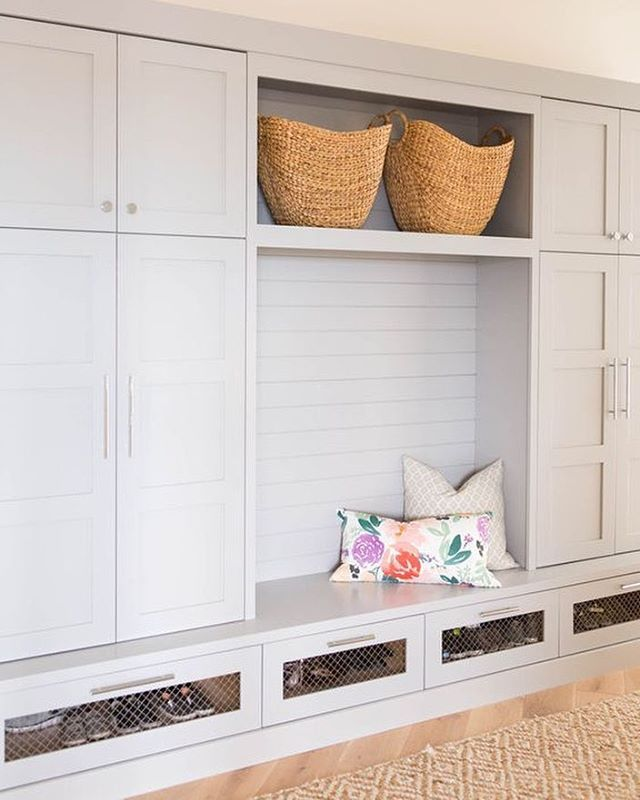 Our Blooms on White Pillow in this charming mudroom designed by @winnlife. #shareyourcwt #caitlinwilsontextiles