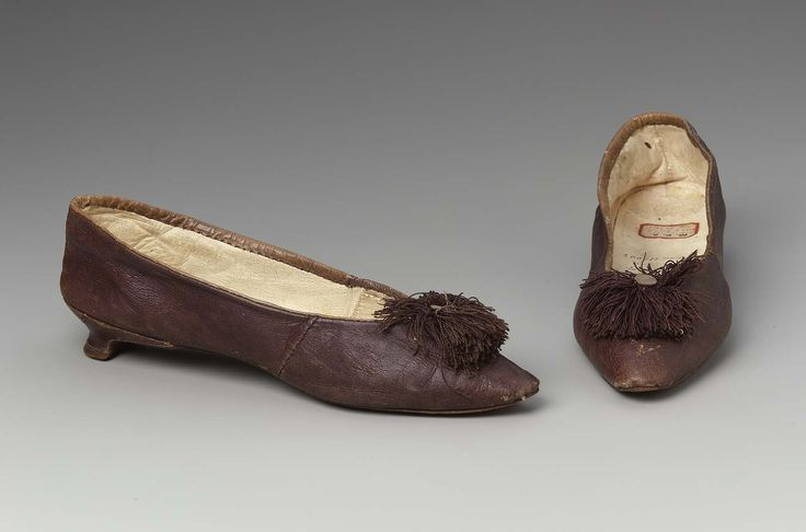 Woman's shoes, England, late 18th century. Purple kid, with pointed toe, rosette of sewing silk and button; low heel.