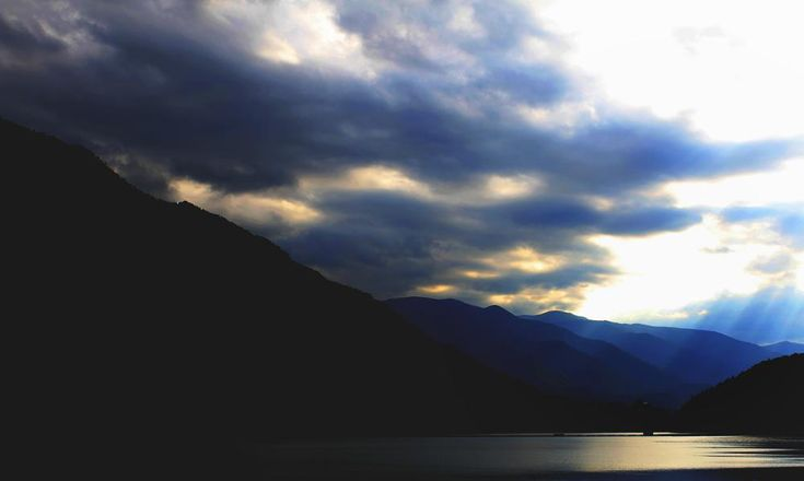 Lighted water by mircea.fotograf.az
