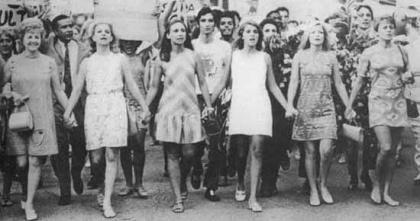 A ideia da existência do dia Internacional da Mulher surgiu na virada do século XX, no contexto da Segunda Revolução Industrial e da Primeira Guerra Mundial ..