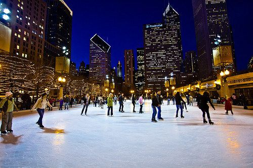 Planning a trip to Chicago for this upcoming holiday season? Here's your guide to all of the festivities! #WindyCityWednesday #ChicaGoTOL #CheckTOL