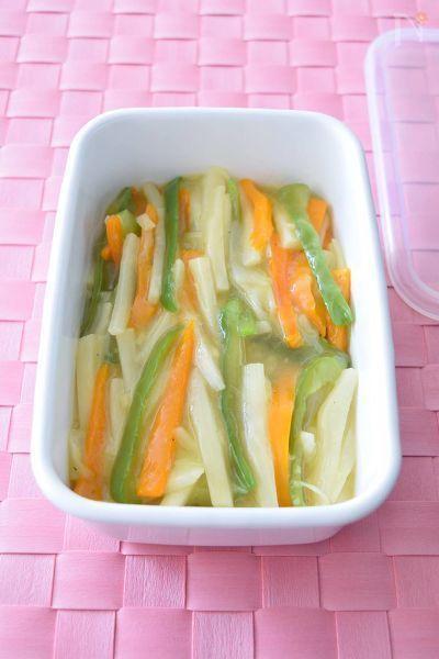 『マコモダケ』ってご存知ですか?たけのことコーンを混ぜたような甘くて優しい味のお野菜です。野菜だけの中華あんに仕上げるととてもおいしいですよ!唐揚げや魚の揚げ物にかけてもGOOD!野菜だけのお惣菜として重宝します。お試しあれ~