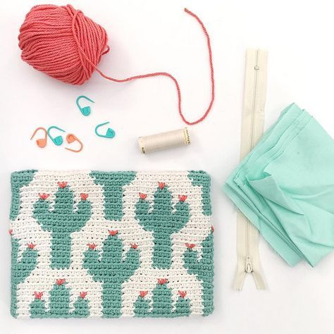 Cactus Zipper Pouch The Cactus Zipper pouch is crocheted using the modified single crochet stitch for tapestry crochet which creates straight vertical lines of stitches.