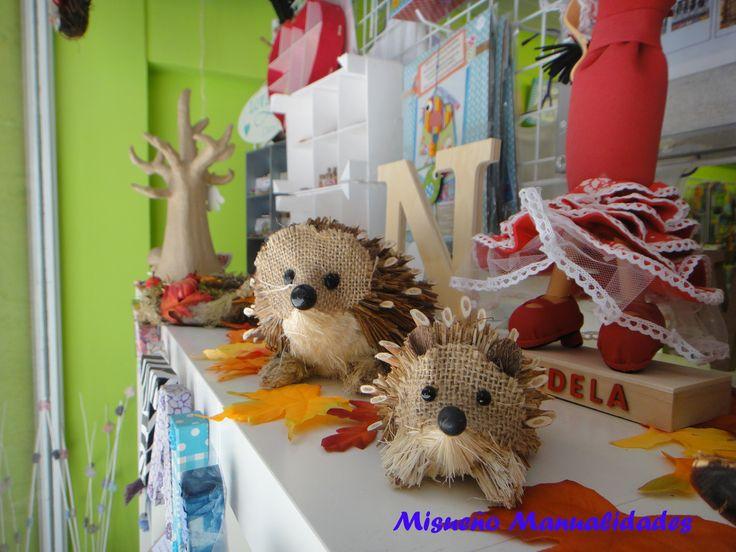 Detalle del escaparate de la tienda Misueño Manualidades, otoño 2014.  www.misuenyo.com / www.misuenyo.es