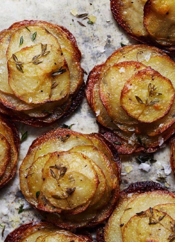 potatoes and thyme and sea salt. Une jolie façon de présenter de classiques pommes de terre sautées.