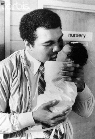 1977 photo of Muhammad Ali with daughter, Laila.