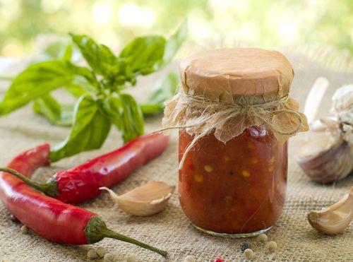 Domácí chilli omáčka s česnekem
