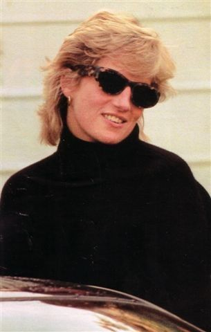 Princess Diana, circa 1995-6. Princess Diana had this length hair for her Martin Bashir TV interview 1995, and in some parts of 1996.