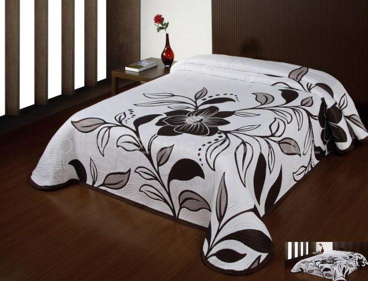 Bílé přehozy na manželskou postel s hnědým květem