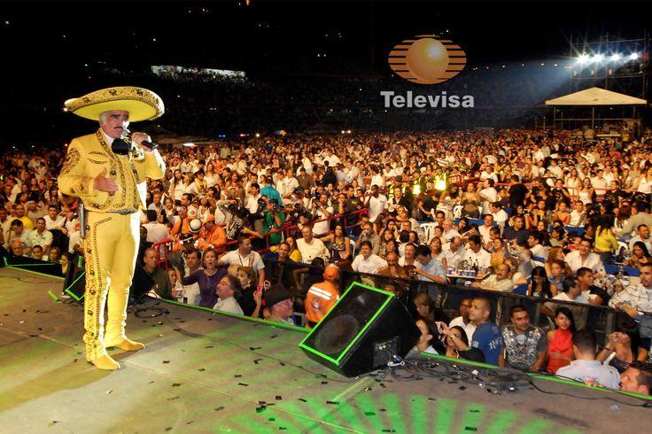 Te presentamos los mejores trajes de Vicente Fernández que hacen de él un charro genuino y con estilo