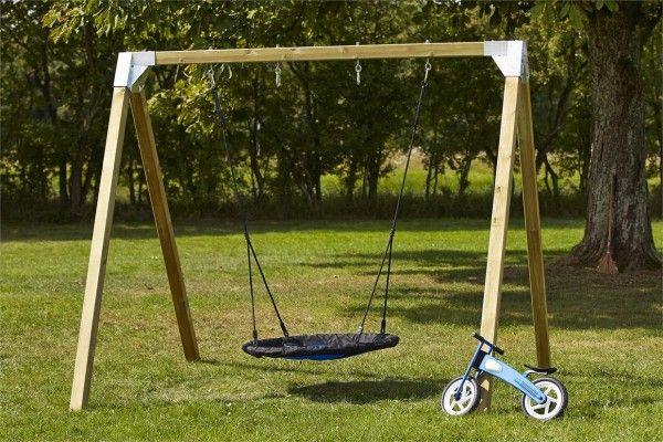 Die beliebte Nestschaukel mit Holzgestell bietet das Schaukelerlebnis für Kinder und Enkel im eigenen Garten. Einfach rein legen und genießen. Alternativ läßt sich das Gestell auch zu einer Doppelschaukel umnutzen (das benötigte Material ist nicht enthalten).