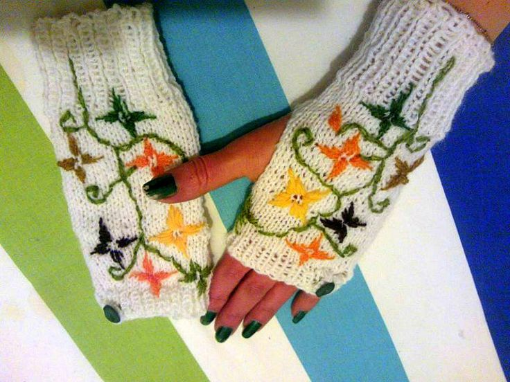 fingerless mittens with flowers
