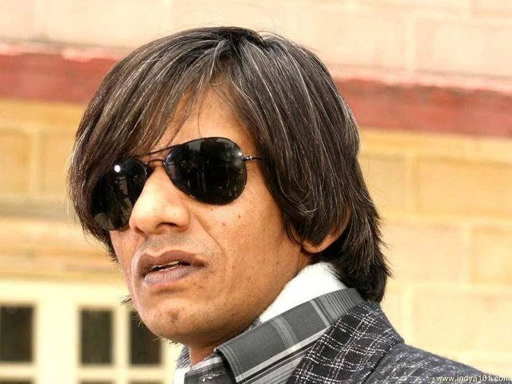 Vijay Raaz Personal Profile Real Name: Vijay Raaz  Nickname: Vijay  Profession: Actor & Director  Age: 54 Years  Date of Birth: 5 June 1963  Birth Place: Allahbad, Uttar Pradesh, India  Ethnicity: Asian/Indian  Star Sign / Zodiac Sign: Gemini  School: Not Known  College / University: Kirori Mal College, New Delhi, India & National School of Drama (NSD), Delhi, India  Educational Qualification:   #age #Biography #family #Vijay Raaz Height #Weight #Wife #wiki