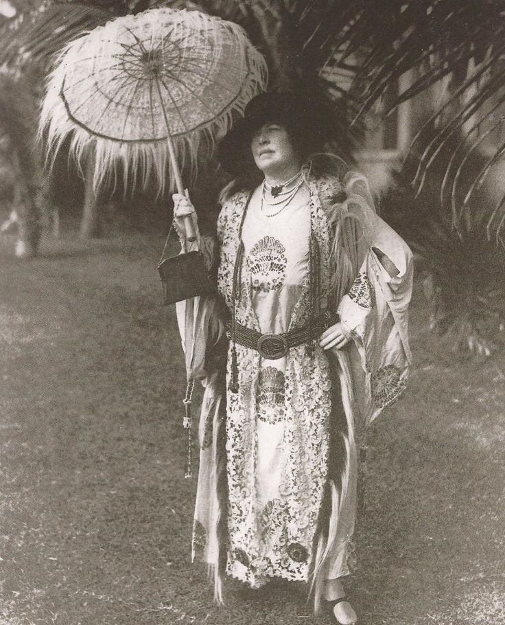 The unsinkable Molly Brown.  Love the parasol!  One of the originators of the DDFL.