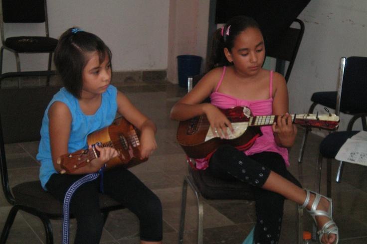 Rescatando y conservando la musica regional huasteca...