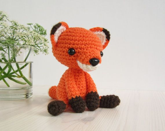 PATTERN: Small sitting fox - Stuffed animal - Tiny amigurumi fox pattern - Crochet tutorial (EN-053)