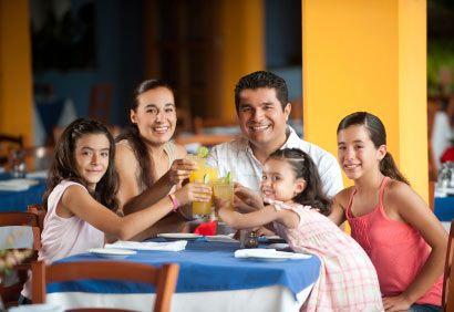 Argent, finances, famille recomposée, budget, enfants, conseils. http://www.coupdepouce.com/mamans/parents/finances-personnelles-et-familiales/argent-repartir-les-depenses-dans-une-famille-recomposee/a/45168