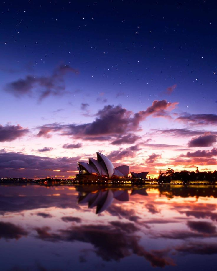The #sydneyoperahouse looking magical on an early morning before the sunrise.