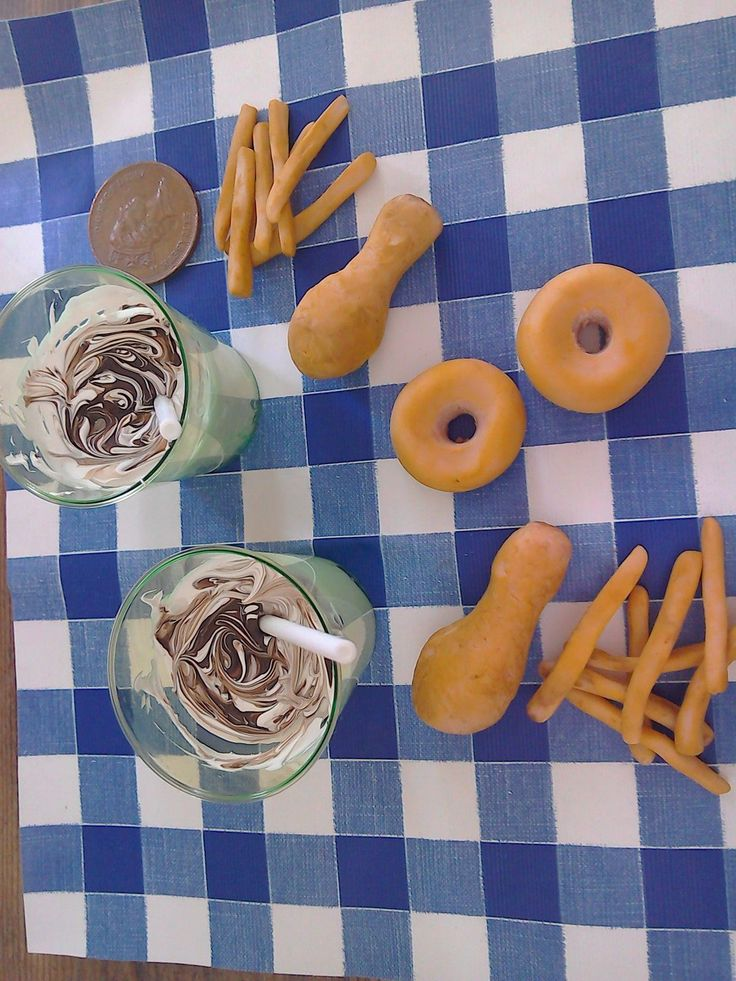 doll food and milkshakes for 18 inch dolls. chicken and chips and donuts