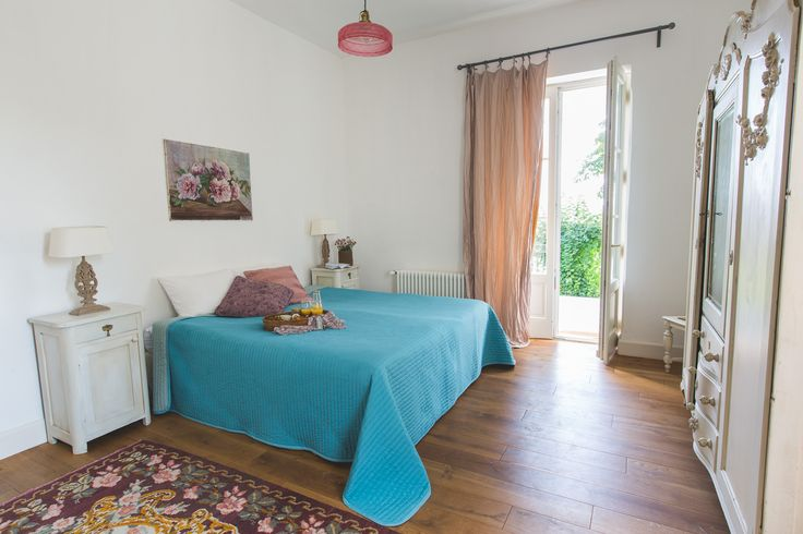 Comfy vintage style Pepper-grass room with lovely furnitures
