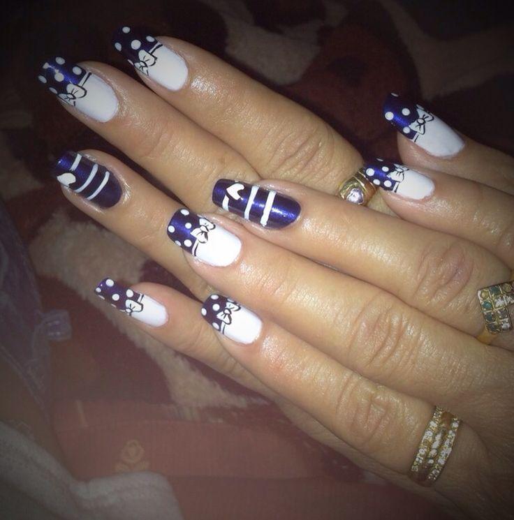 Decoración, uñas, manos, puntos, moños, corazones, esmalte, azul y blanco