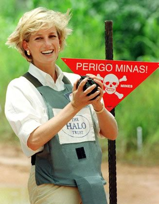 Princess Diana, in protective clothing, visits a minefield in Huambo.