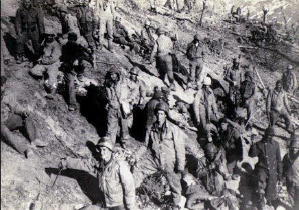 Tropas brasileiras que tomaram o Monte Castelo 1944/ 1945 que era dominado pelos alemães na Itália. (Arquivo Diana Oliveira Maciel).