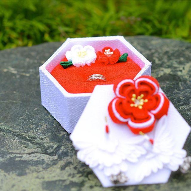 結婚式レポ*結婚指輪とリングピロー . . 神前式でも合うように試行錯誤で完成したリングピロー カルトナージュもつまみ細工も初心者で完全自己流 指輪はケイ・ウノさんにお世話になりました(*^^*) . #ケイウノ #結婚 #結婚指輪 #リングピロー #手作り #カルトナージュ #つまみ細工 #ちりめん #梅 #鶴 #和 #和風 #和装 #結婚式 #結婚式DIY #和風リングピロー #卒花嫁 #kuno #ordermade #bride #marriage #marriagering #ringpillow #handmade #cartonnage #japan #japanese #wasou #wedding #japaneseWedding