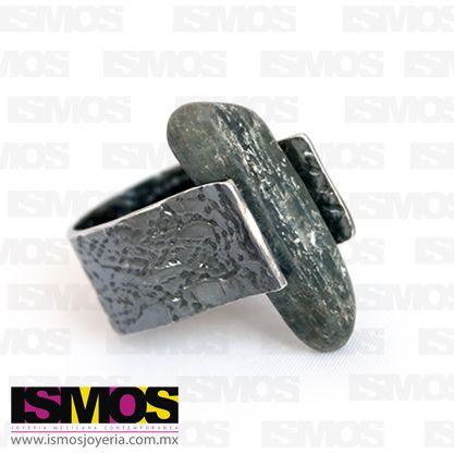 ISMOS Joyería: anillo de plata pavonada y roca // ISMOS Jewelry: silver and rock ring