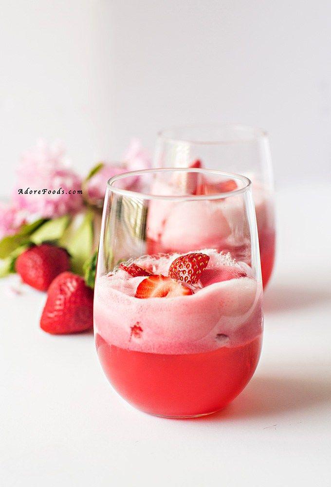 Easy Strawberry Sorbet Float Recipe! Fresh strawberries, sparkling elderflower drink and strawberry sorbet. Just perfect!