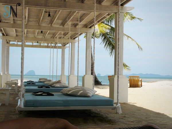 Outdoor Hanging Bed   On The Beach. DIY   YellaWood.com