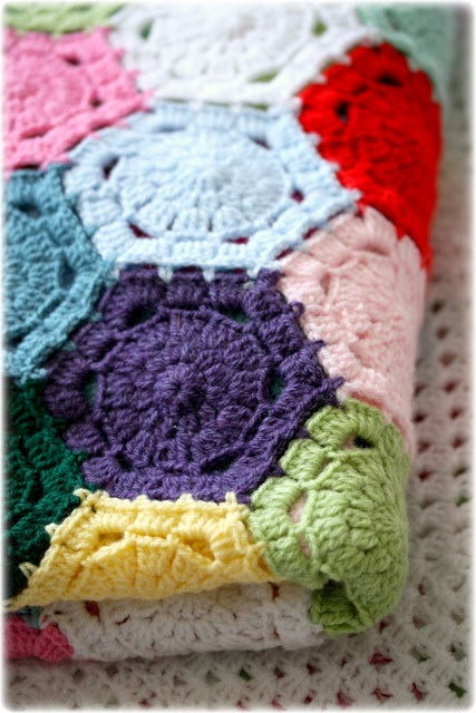 Coco Rose Diaries: The Circus Patchwork Blanket Ta-dah.  More hexagon inspiration.