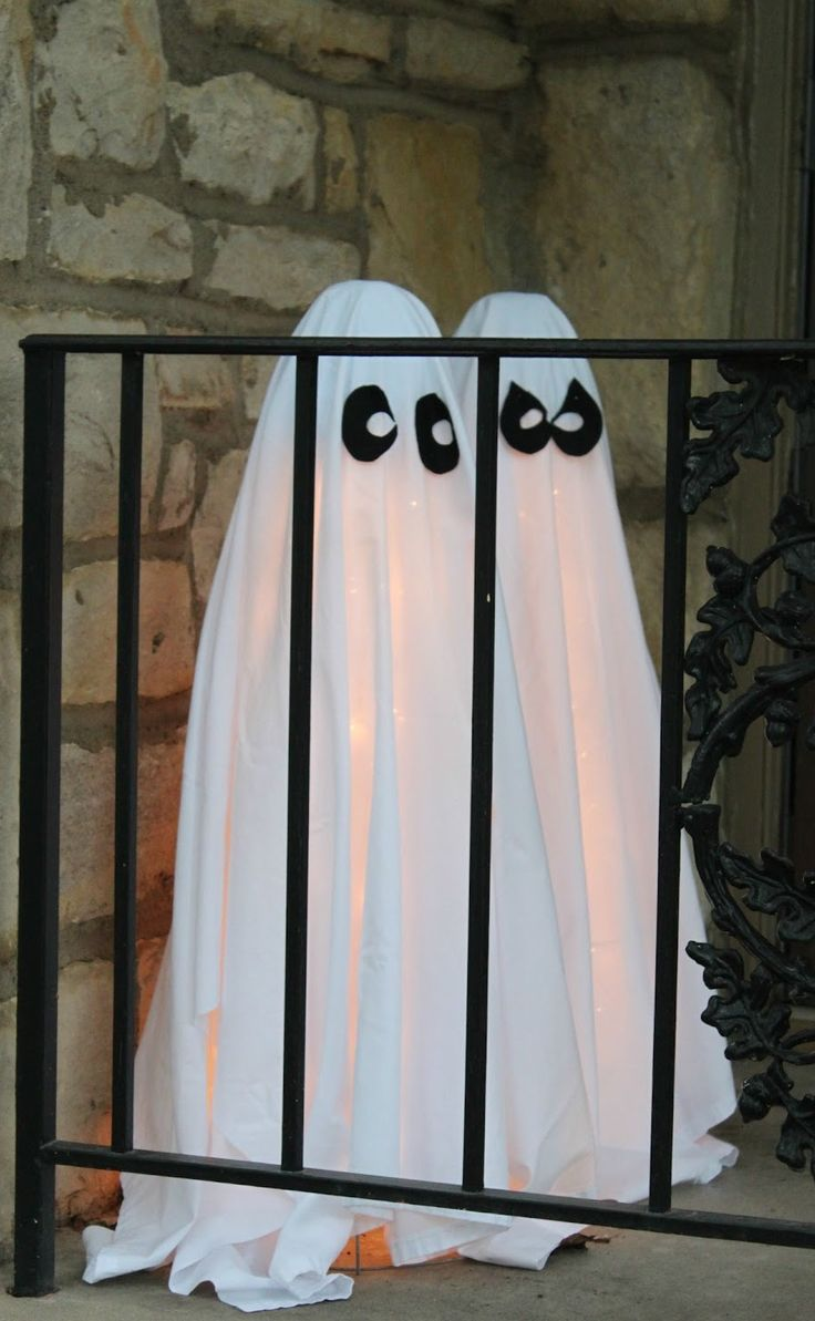 26 inexpensive halloween decorations ideas - Halloween Ghost Decorations Outside