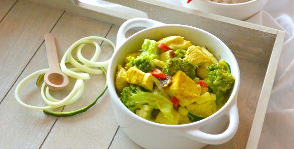 Dit easy recept voor een gezonde kip kerrie komt uit het Foodness Fastbook e-book. De kip kerrie is vele malen gezonder dan de versie uit een pakje. Enjoy!