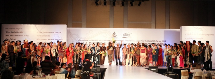 20 international designers at ISEND WEFT   with models.