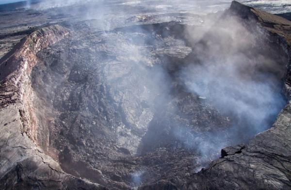 mount kilauea On thursday morning, the national guard deployed 83 troops to pahoa, hawaii—a rural town on the big island—which is being threatened by lava flow from the kilauea.