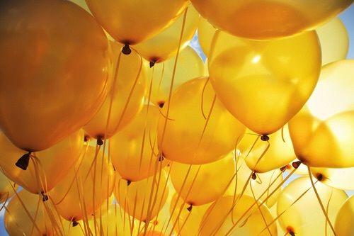 Imagem de yellow and balloons