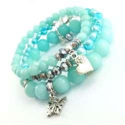 Miętowe bransoletki z kamieni jadeitów i pereł słodkowodnych z charmsami.