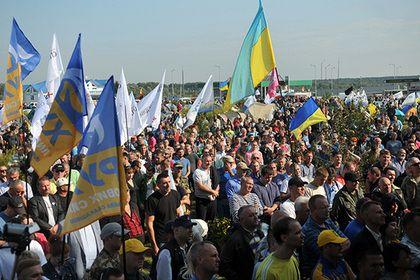 На украинской границе начались столкновения сторонников Саакашвили и силовиков       На контрольно-пропускном пункте «Шегини» на границе Украины с Польшей начались столкновения между сторонниками Михаила Саакашвили и украинскими силовиками. Активистам удалось прорвать оцепление на КПП. После этого Саакашвили пешком в окружении своих сторонников прошел на территорию Украины.