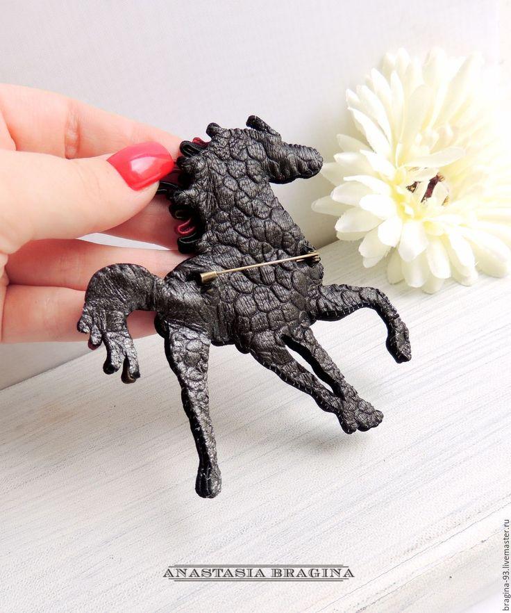 """Купить Сутажная брошь """"Лошадь Скалистых гор"""" - черный, брошь, марсала, лошадь, брошь-лошадь"""