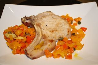 Braciola di maiale con i peperoni, ma questa ricetta è ottima anche con la carne di manzo